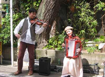 ヨーロッパ街角音楽演奏コンビ